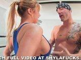 Shyla Stylez ćwiczy MMA
