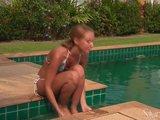 Gorąca niunia w bikini