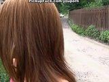 Murzyn pieprzy koleżankę w parku