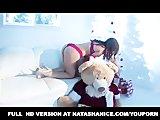 Natasha zabawia się solo