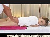 Młodziutka Kasia na masażu