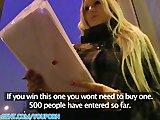 Blondi z ulicy daje dupy za pieniądze