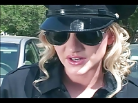 Ostra policjantka podczas wezwania