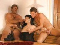 Trio z niewyżytą mężatką
