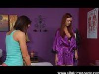 Karlie Montana masuje klientkę