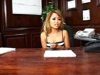 Azjatki szaleją w biurze