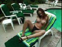 Rudowłosa Ola na basenie