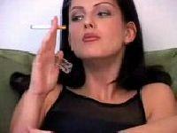 Sandra bawi się piersiami