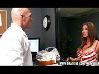 Brunetka dupi się z doktorem