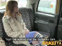Karolinka puszcza się z taksówkarzem