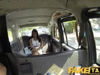 Dupczenie czarnulki w taksówce