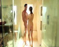 Soczysty numerek w kabinie prysznicowej