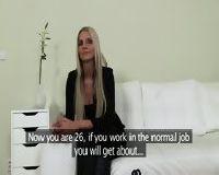 Seksy blondi szuka pracy