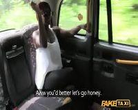 Czarna kotka i napalony taksówkarz
