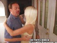 Chętnie oddał żonę w ręce napaleńca