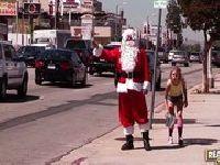 Mikołaj posuwa niegrzeczną suczkę