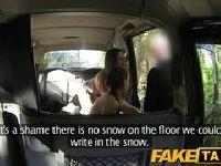 Dwie laseczki szaleją z taksówkarzem