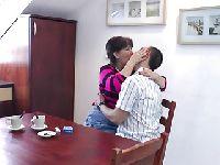 Żonka daje dupy przy śniadaniu