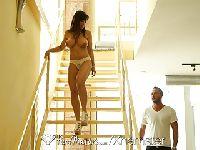 Dojrzała Lisa Ann walona na schodach