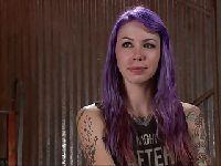 Dziwka i jej fioletowe włosy