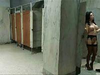 Weronika dupczona w brudnej łazience