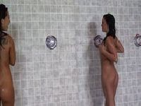 Wilgotna cipka pod prysznicem