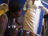 Zdradza męża z czarnuchem