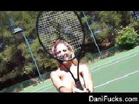 Dani Daniels jest sprzedają tenisistką