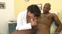 Lisa Ann i pacjent z wielkim penisem