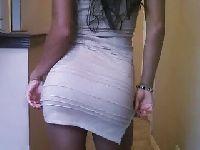 Sekretarka w bardzo obcisłej spódnicy