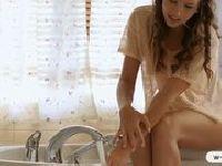 Masturbacja w wannie