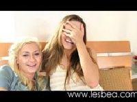 Dojrzałe lesby w hotelowym pokoju