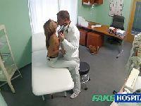 Lekarz bada dziewicę