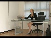 Sekretarka korzysta ze stópek