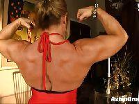 Mamcia z bicepsami