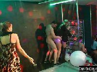 Biseksualna jazda w klubie
