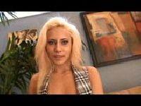 Gorąca dupeczka o blond włosach