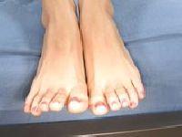 Jenna Haze myje stopy w mleku