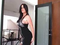 Skąpa sukieneczka w czarnym kolorze