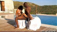 Egzotyczne igraszki na basenie