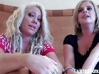 Dwie blondynki po pracy