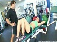 Seksowna laska na siłowni