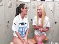 Cheerleaderki w szatni