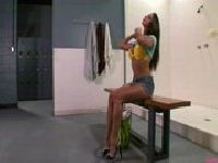 Rachel wchodzi do wanny