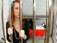 Trzy kutasy na jedną więźniarkę