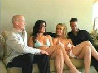 Kumple wymieniają się żonami