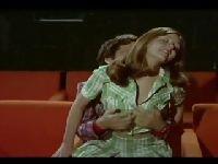 Wskoczyła na niego w sali kinowej