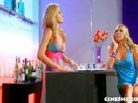 Napalona blondi w barze