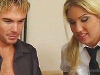 Profesor daje jej szansę na poprawę