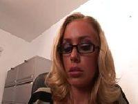 Blondi pierdolona w biurze